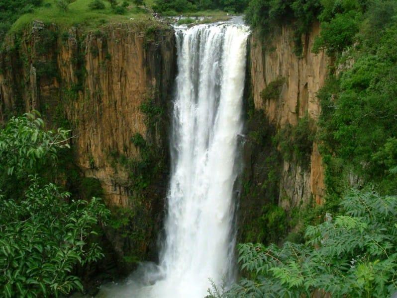 L'image a été prise de - https://www.safarinow.com/destinations/howick/waterfall/howick-falls.aspx