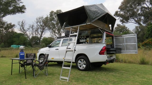 Toyota Hilux Double Cab 4x4 (2 People)